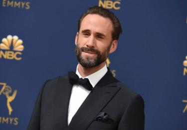 Ceny Emmy se odehrávaly 17. září v Microsoft Theater v Los Angeles, foto www.emmys.com / Facebook.  Na snímku Joseph Fiennes z Příběhu služebnice