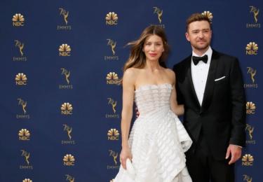 Ceny Emmy se odehrávaly 17. září v Microsoft Theater v Los Angeles, foto www.emmys.com / Facebook. Manželská dvojice Jessica Biel a Justin Timberlake