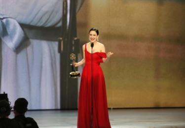 Ceny Emmy se odehrávaly 17. září v Microsoft Theater v Los Angeles, foto www.emmys.com / Facebook. Oceněná Rachel Brosnahan