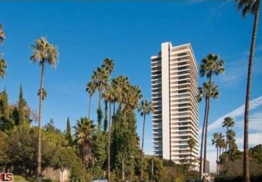 Výškové budova Sierra Towers, kde Sandra vlastní dva byty / wiki