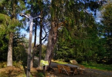 Černý kříž, podle kterého se osada jmenuje