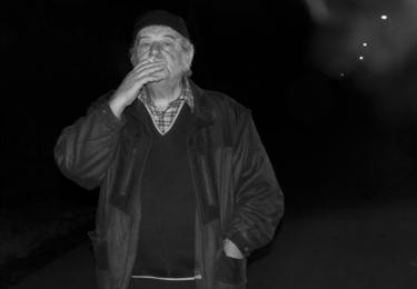 Z filmu Odborný dohled nad výkladem snu. Hrají Vratislav Brabenec, Jojo Polievka, Jiří Vymětal, Anna Langrová, Nikol Fischerová, Laco Deczi