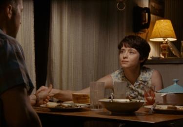 """Claire Foy se pří přípravě na roli obrátila na autora Hansena: """"Jim mi dal kazety, které měl od Janet, když s ní mluvil. Podporovala svého manžela, ona byla tváří NASA stejně jako každá z manželek astronautů."""