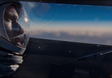 """""""Bylo moje štěstí,"""" vysvětluje producent, """"že jsem byl představen Armstrongovi dříve, než 25. srpna 2012 zemřel, protože neexistuje žádný způsob, jak udělat tento film bez jeho požehnání."""""""