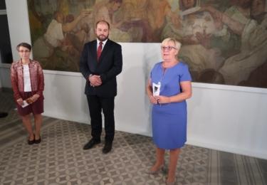 Ředitel muzea Michal Soukup a kurátorka výstavy Jitka Šrejberová s krajskou radní pro kulturu Jitkou Sachetovou