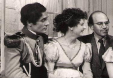 Rok 1954, Městská divadla pražská, snímek na Facebooku MDP. Ota Ornest je třetí zleva, Václav Voska první