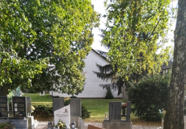 Posezení na hřbitově