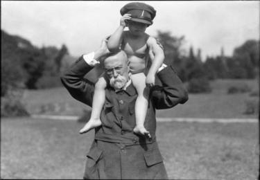 TGM s malým Janem, foto Facebook Národního muzea, repro video