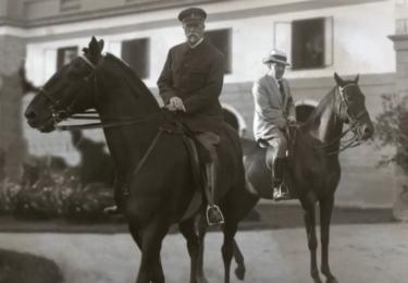 TGM na koni. Foto Facebook Národního muzea, repro video