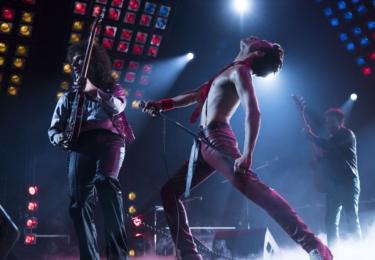 """""""Když se rozhodnete hrát Freddieho Mercuryho, pomyslíte si, může se mi to vůbec podařit?"""" říká Malek s tím, že se tedy rozhodl k tomu přistoupit jako k jakékoliv roli.."""