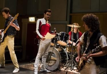 Po diskusi s režisérem a producentem začala Becky Bentham třídit jednotlivé písně podle toho, zda se jedná o živě nahrávané představení nebo videoklip.