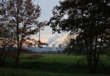 Pohled na chvaletickou elektrárnu