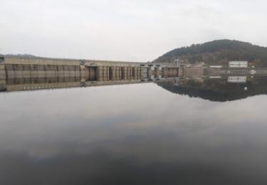 Hráz přehrady