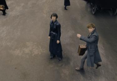 Mlok a Tina. Fantastická zvířata: Grindelwaldovy zločiny. Foto Warner Bros. Pictures