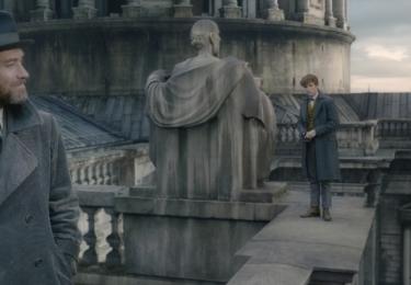 Brumbál s již dospělým Mlokem. Fantastická zvířata: Grindelwaldovy zločiny. Foto Warner Bros. Pictures