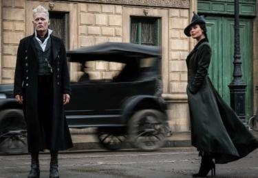 Gellert Grindelwald a Vinda Rosierová. Fantastická zvířata: Grindelwaldovy zločiny. Foto Warner Bros. Pictures