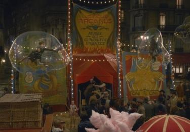 Pařížský cirkus. Fantastická zvířata: Grindelwaldovy zločiny. Foto Warner Bros. Pictures