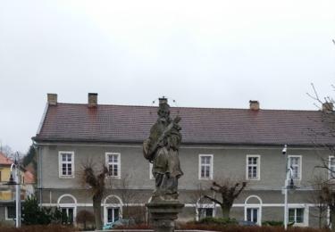Kašna se sochou Jana Nepomuckého v Kosově Hoře
