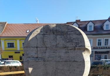 Netradiční památník vyhnání