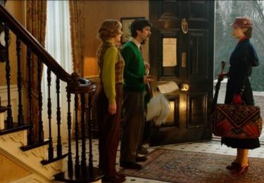 """Emily: """"Jak takovou postavu pojmout? Budou diváci ochotni mě v této roli přijmout? Takže jsem se ponořila do knižního světa Mary Poppinsové, abych v něm nalezla svou vlastní verzi téhle postavy."""""""