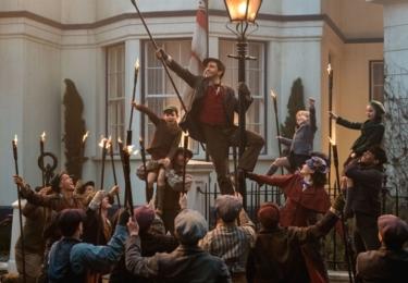 Novou postavou ve filmu Mary Poppins se vrací je Jack, okouzlující a veselý lampář, jeden z Maryiných starých známých, kterého si zahrál nemálo okouzlující a veselý Lin-Manuel Miranda.