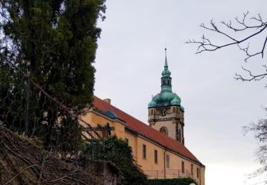 Cesta ke kostelu svatého Petra a Pavla