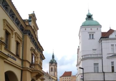 Ulice z náměstí k zámku