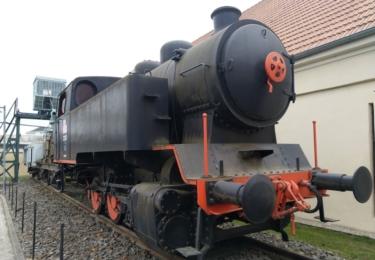 Vystavená lokomotiva u muzea