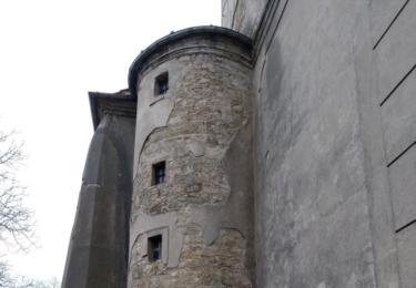 Kostel svatého Bartoloměje, chátrající fara a pozemek