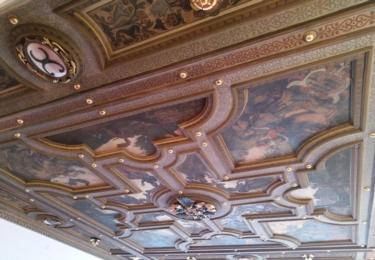 Strop ze zámku zdobí obřadní síň