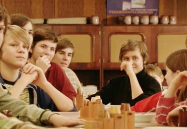 Vincent Navrátil v seriálu Vyprávěj (uprostřed), foto ČT