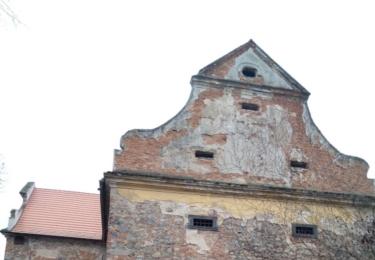 Středověká tvrz ve Starém Kníně