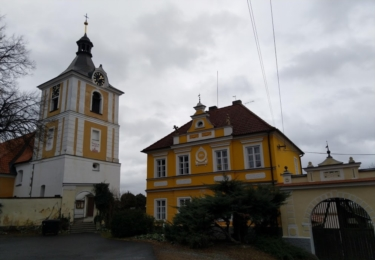 Kostel a fara v Kostelci nad Vltavou