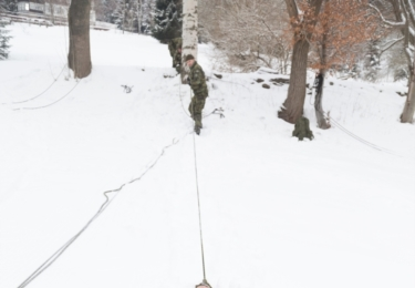 Nácvik jedné z metod vyproštění, foto nadrotmistr Pavel Vystrčil
