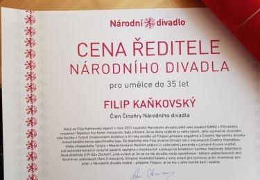 Kaňkovský na FB: Na závěr bych na toto chlubítko rád přidal, že se mi dostalo té cti a byla mi udělena cena ředitele Národního divadla. Mnohokrát děkuji. Je to pro mě vzpruha a injekce radosti a síly do nadcházející práce! Děkuji.