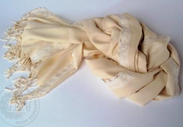 Pašmína zdobená vambereckou krajkou od firmy Vamberecká kraj CZ
