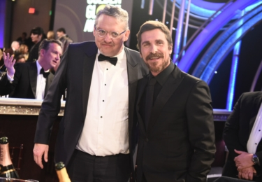 Christian Bale s režisérem Andym McKayem, foto Golden Globe