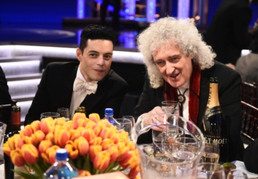 Remi Malek a kytarista z Queen Brian May, foto Golden Globe