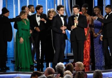 Tvůrci filmu Spider-Man Paralelní světy při přebírání ceny, foto Golden Globes