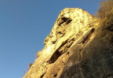 Skalní masivy kolem Barrandovy jeskyně