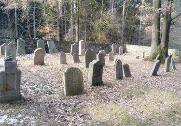 Starý židovský hřbitov hned na počátku putování