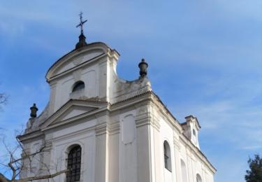 Kostel svatého Jana Křtitele na návrší nad Radomyšlí