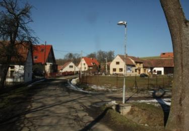 Centrum obce je téměř stejné