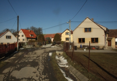 Někde v těchto místech čekal autobus na odjezd do Prahy