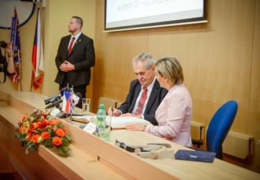 Prezident s hejtmankou: Miloš Zeman na Karlovarsku, den první