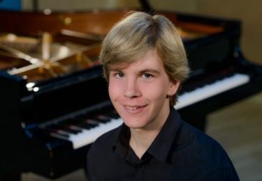 Klavírní virtuóz Matyáš Novák, foto jeho web