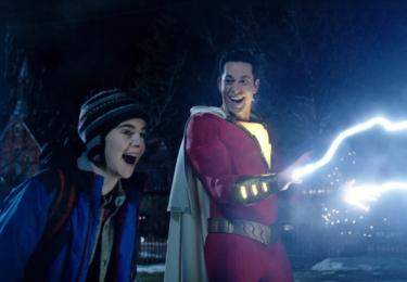 Pak už se na scéně objevuje Zachary Levi a začíná řádit, foto Warner Bros