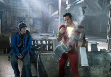 Výborně mu v dětské roli sekunduje Jack Dylan Grazer, foto Warner Bros