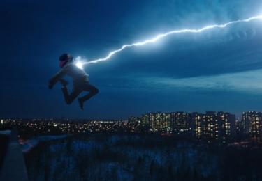 Obyčejný kluk dostane schopnosti, které z něho udělají neobyčejného, foto Warner Bros
