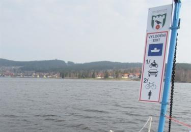 Než může přívoz 1. 4. na vodu, absolvuje řadu kontrol a oprav. Foto TS Lipenska